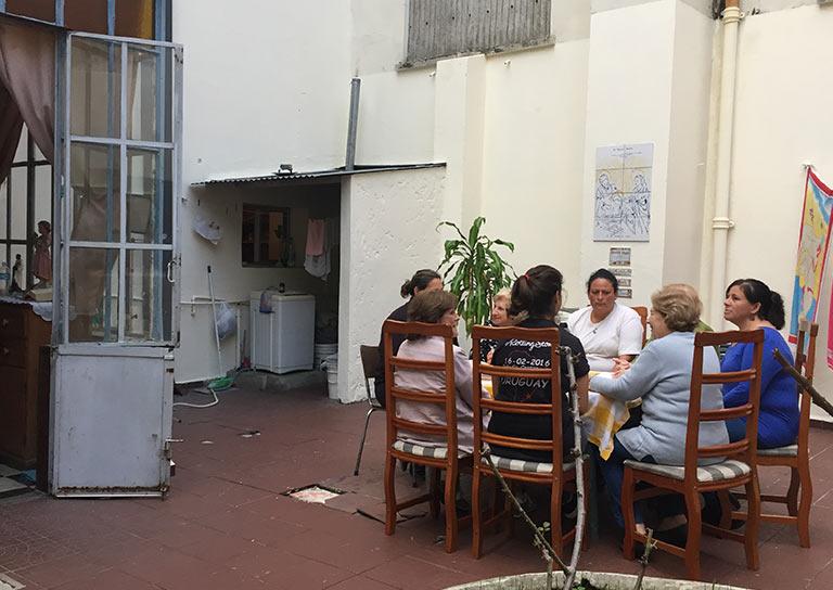 En Uruguay acogemos a mujeres y niños durante los tratamientos de su enfermedad
